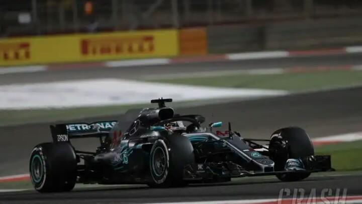 Hamilton kena sangsi turun posisi start di GP Bahrain karena ganti gearbox