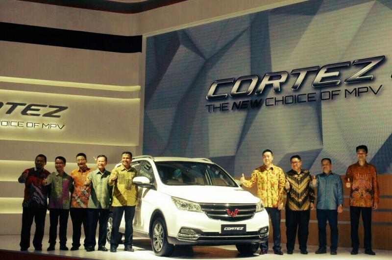 Jajaran manajemen Wuling Motors Indonesia semakin mantap menapaki pasar otomotif di kelas MPV (foto: anto)