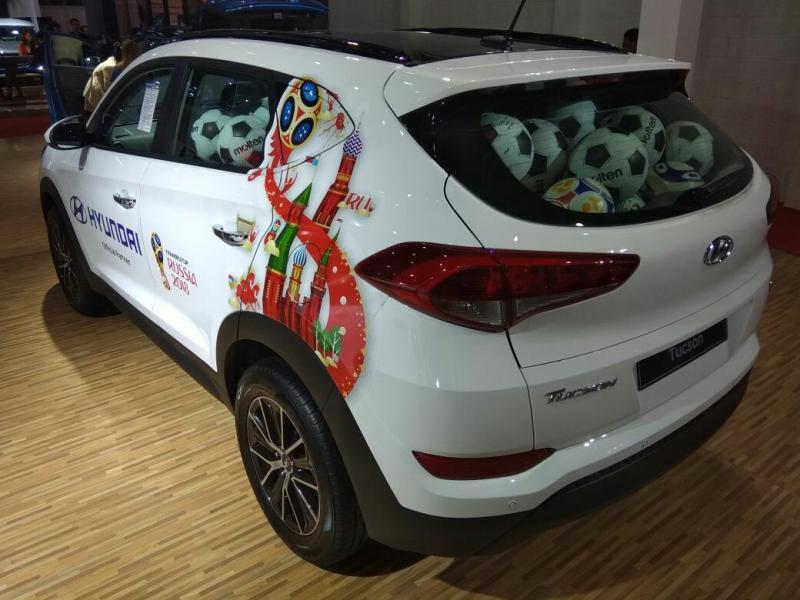 Tebak jumlah bola di dalam Hyundai Tucson di IIMS 2018, dapatkan hadiah Kartu E-toll senilai Rp 1,5 juta (foto: anto)