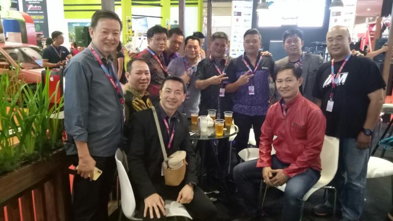Para pengurus PAHAMI bersama peserta dari Thailand, Korsel, Cina dan bos Dyandra Promosindo, Hendra Noor Saleh. (foto : budsan)