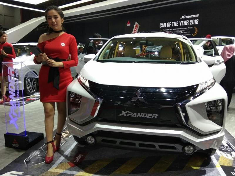 Mitsubishi Xpander, tak henti dikerumuni pengunjung selama IIMS 2018 (foto: anto)