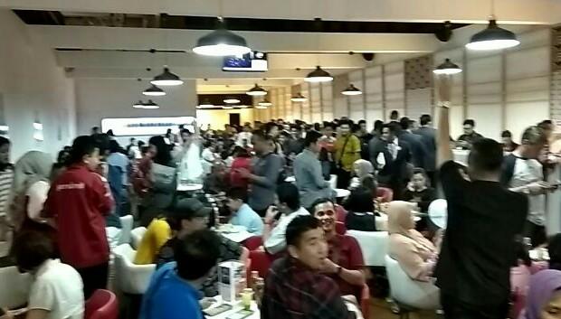 Suasana Dealing Room di Booth Honda mobil, penuh sesak konsumen yang melakukan SPK (foto: anto)