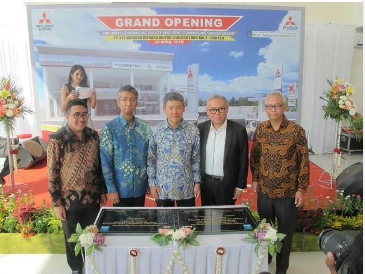 Borad of Management Mitsubishi Motors Indonesia hadir dalam peresmian dealer di Cilegon. (foto : ist)