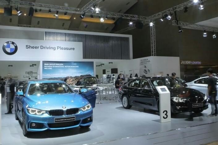 Booth BMW Indonesia tampilkan line up terbaru di IIMS 2018. (foto : BMW)