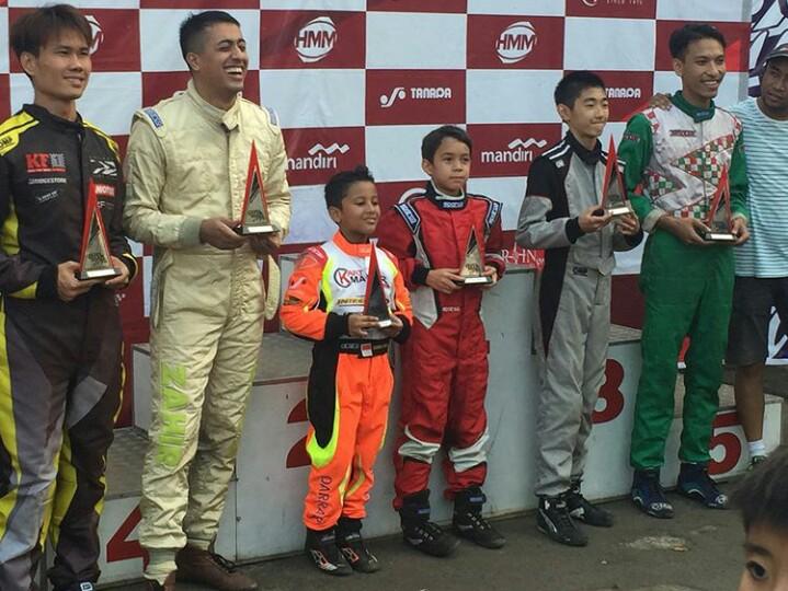 Zahir Ali (kedua dari kiri), bersama peraih the most overtake lainnya. (foto : ist)