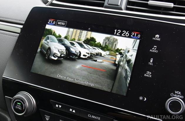 Fitur kamera mundur di Honda CR-V, kini sudah jadi kebutuhan wajib di mobil baru. (foto: ist)