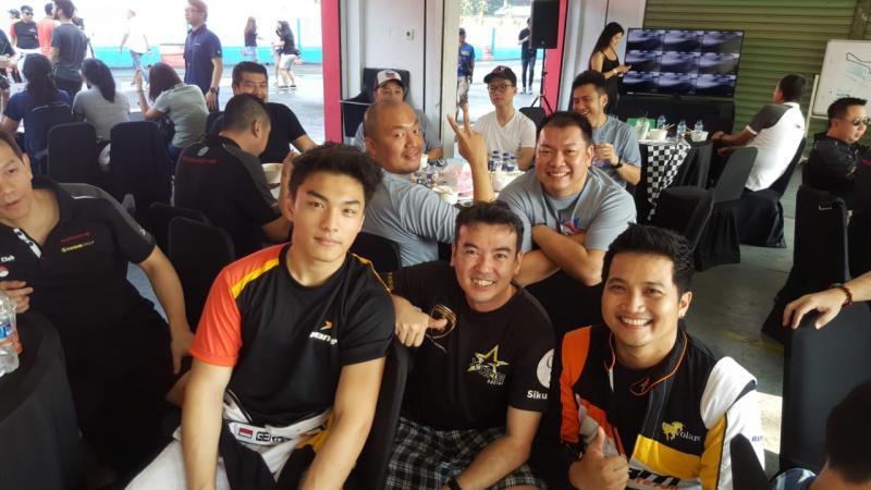 Racer ABM Motorsport berbaur dengan member Porsche Club Indonesia. (foto : ABM)
