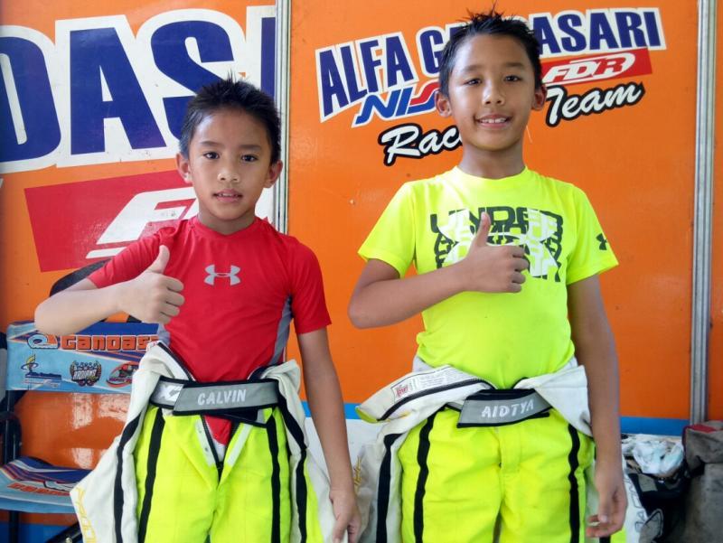 Calvin (kiri) dan Aditya Wibowo, sang kakak. Pegokart dengan talenta besar. (foto : budsan)
