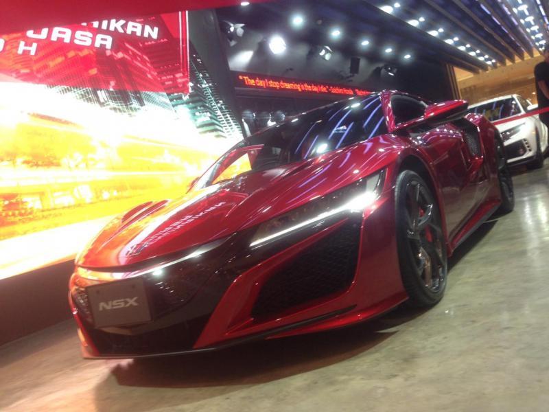 Supercar Honda NSX jadi magnet di Galeri Honda Senayan City