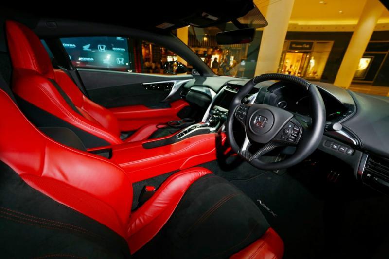 Kabin NSX desain interionya futuristik. (foto: anto)