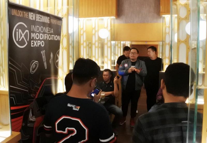Andre (tengah), berharap dapat dukungan semua pihak untuk memajukan dunia modifikasi Indonesia. (foto: ist)