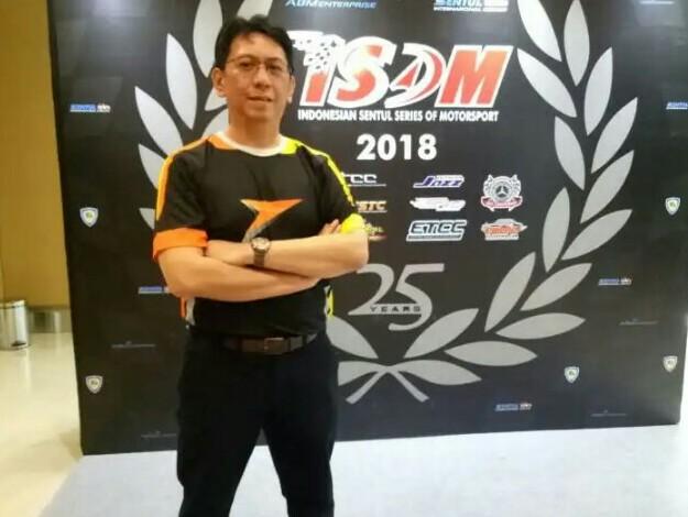 Paul Montolalu, kolaborasi dengan sirkuit Sentul mengemas ISSOM Night Race dan drift. (foto : budsan)
