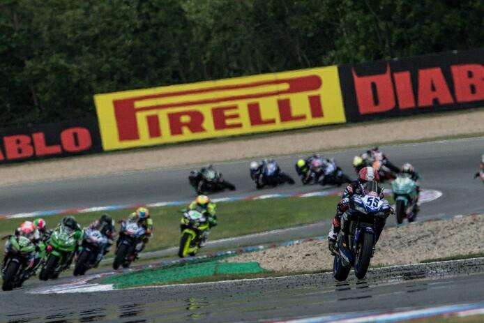 Galang Hendra memimpin jauh meninggalkan para rivalnya di sirkuit Brno. (foto : ist)