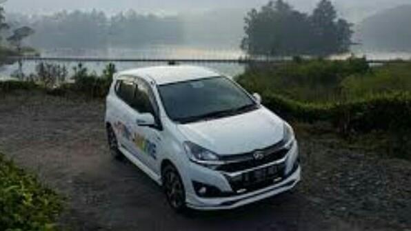 Mobil LCGC pun bisa dipakai mudik Lebaran bahkan mengarungii jalan menanjak. (foto : ist)