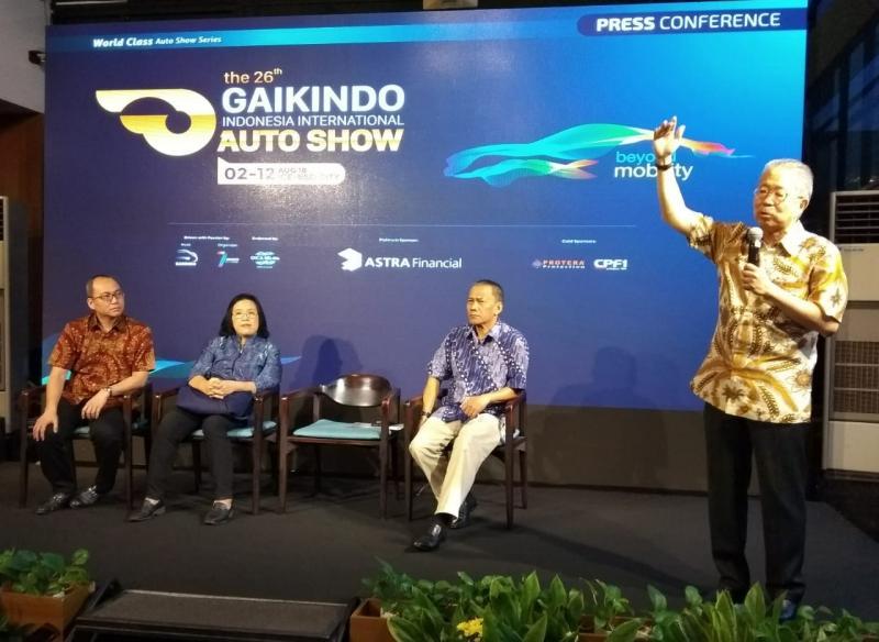 Yohannes Nangoi (kanan), Gaikindo akan mendukung kebijakan Pemerintah di mobil listrik. (foto: anto)