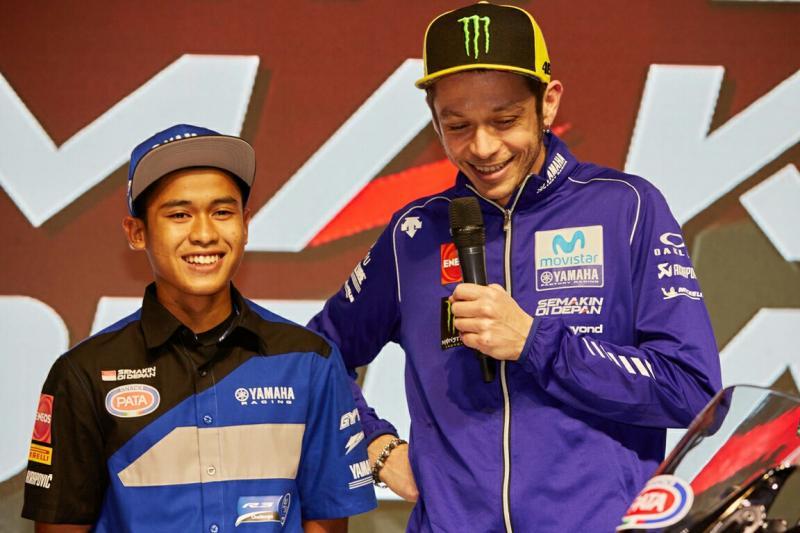 Rossi dalam sebuah kesempatan bersama Galang Hendra. (foto : ist)