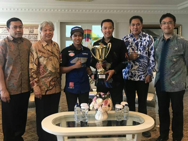 Galang Hendra, Menpora Imam Nahrawi dan manajemen Yamaha Indonesia. (foto : ist)
