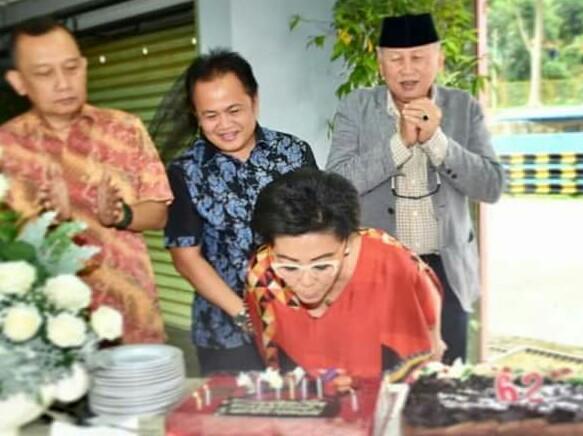 Lola Moenek, ulang tahun dan halal bihalal manajemen sirkuit Sentul. (foto : ist)