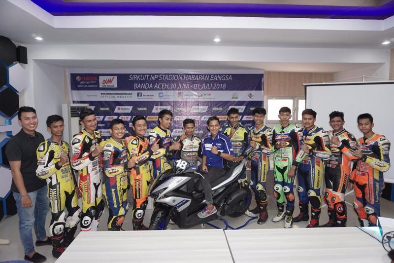 Yamaha Cup Race 2018: Galang Hendra Berikan Coaching Clinic. (foto: Yamaha)