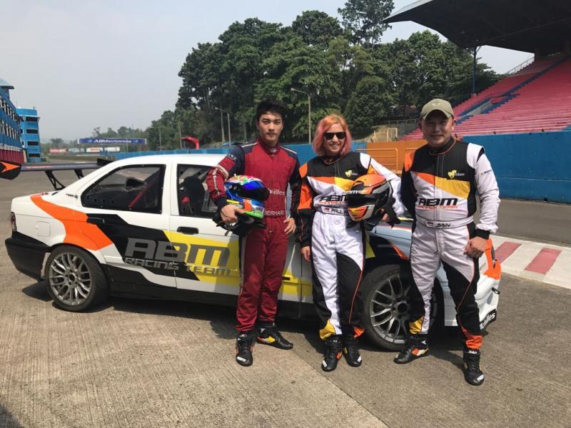 Abigail dilatih khusus oleh pembalap senior Jimmy Lukita, dan Gerhard Lukita. (foto : ist)