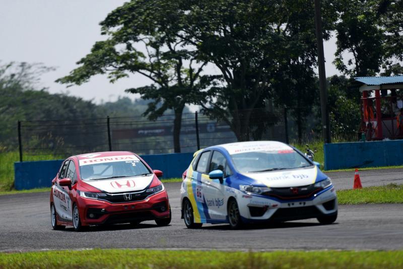 Fitra Eri dari Honda Bandung Center masih terdepan hingga seri 2 Honda Jazz Speed Challenge 2018. (foto : ist)