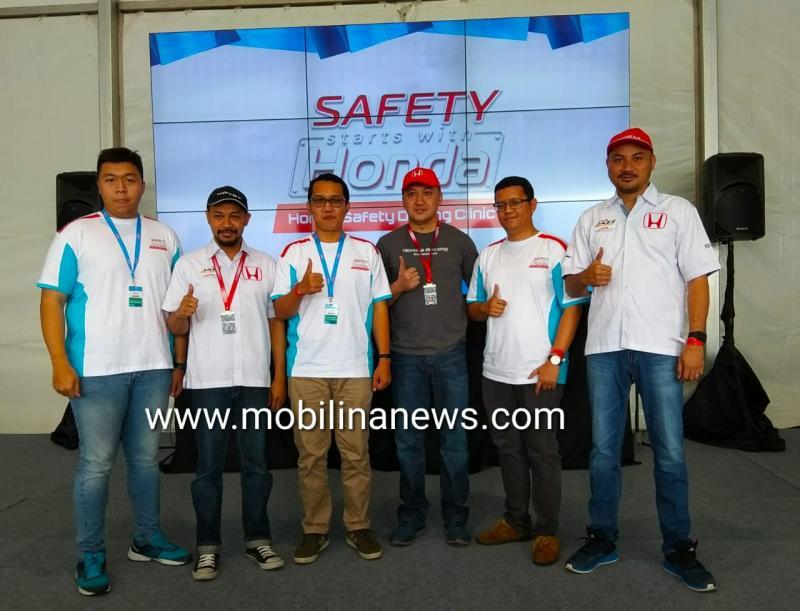 Honda Safety Driving Clinic 2018 Ajak Konsumen Aman di Jalan. (foto: anto)