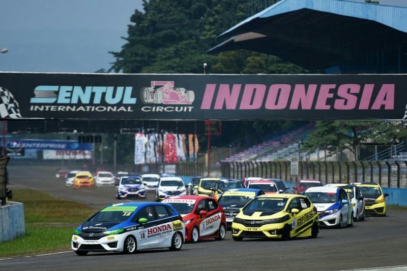 Kompetisi Honda Jazz Speed Challenge selalu diminati peserta. (foto : ist)