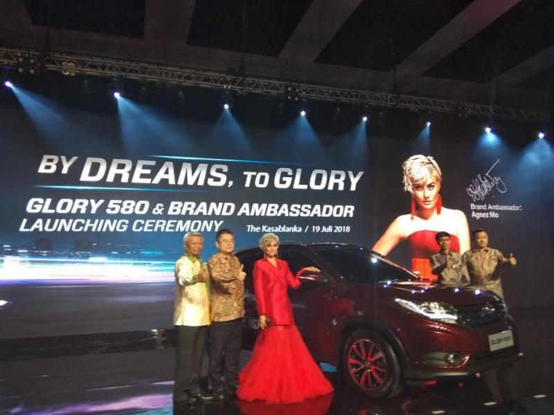 CIty SUV DFSK Glory 580 resmi meluncur bersama Agnes Monica. (foto: anto)