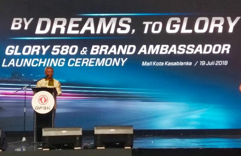 Alexander Barus, jelaskan target dan strategi penjualan mobil Tiongkok DFSK Glory 580. (foto: anto)