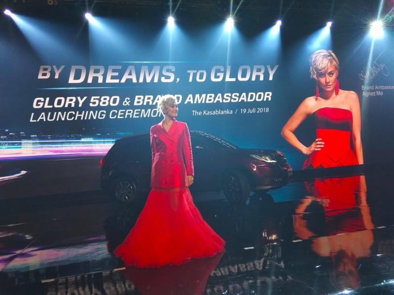 Agnes Monica Jadi Brand Ambassador Mobil Tiongkok DFSK Glory 580. (foto: anto)