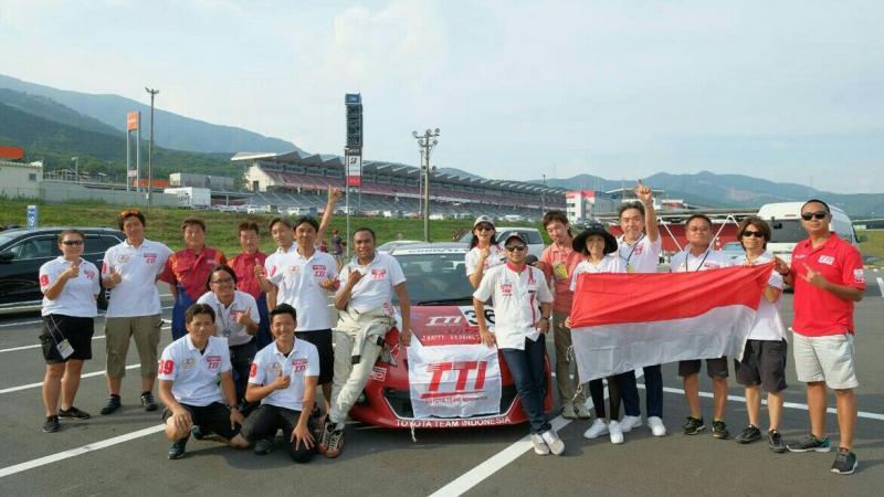 Skuad Toyota Team Indonesia di sirkuit Fuji Speedway, Jepang. (foto : TTI)