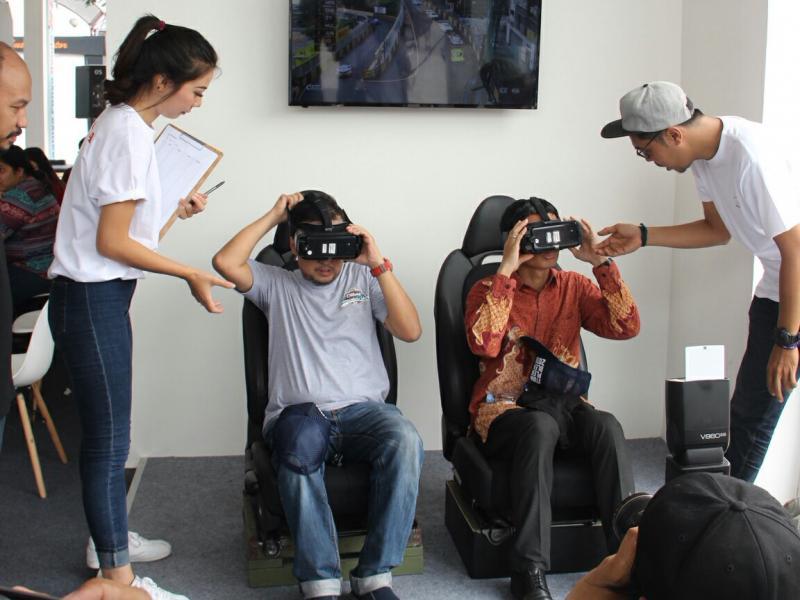 Virtual Reality NSX Experience juga dihadirkan di Otobursa 2018. (foto : hpm)