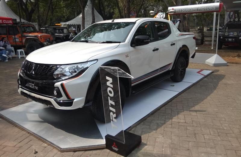 New Mitsubishi Triton Athlete jadi bintang SUV di Otobursa Tumplek Blek 2018. (foto: anto)