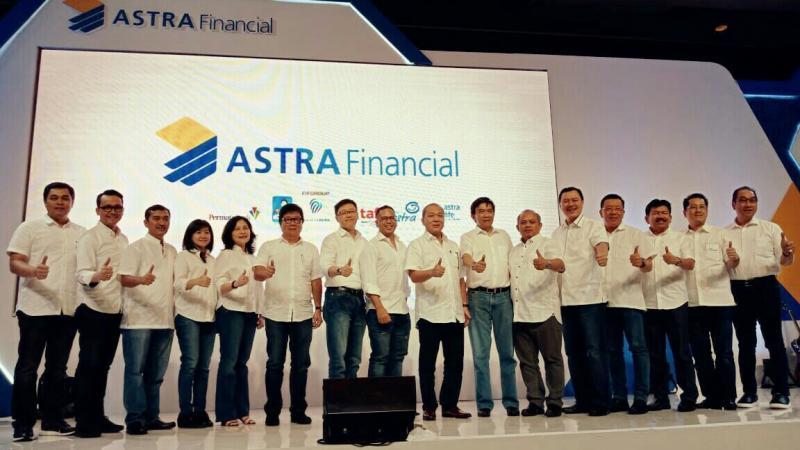 Para Direktur dan Board of Management perusahaan jasa keuangan Astra Financial. (foto : gabriela)