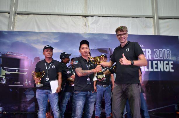 Rivaldi asal Kalimantan Selatan, jadi pengemudi truk terbaik Volvo Trucks Indonesia Driver Challenge 2018. (foto: ist)
