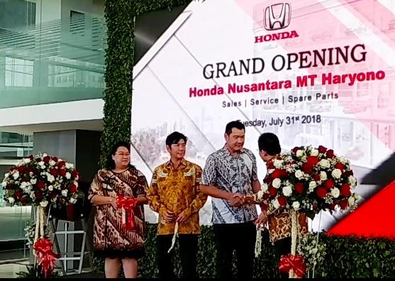 Honda resmikan dealer mobil terbesar di Indonesia. (foto: anto)