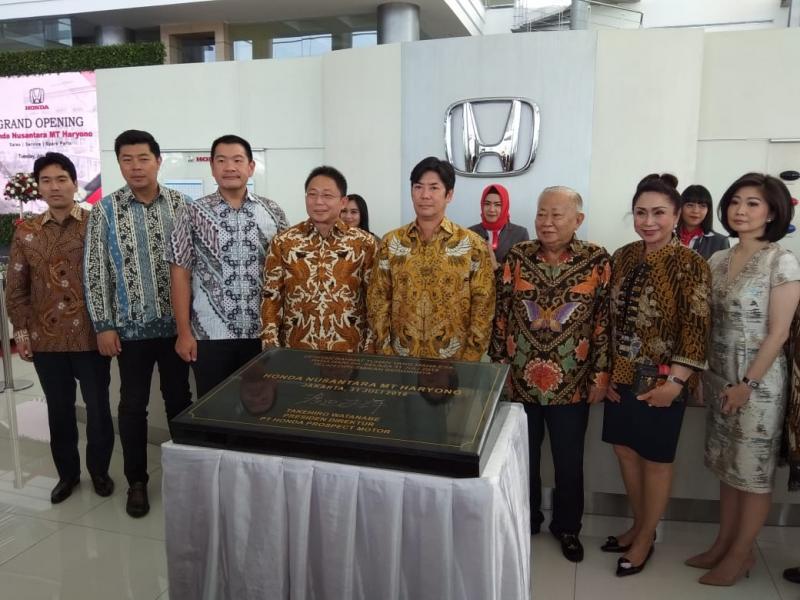 Dealer mobil Honda terbesar di Indonesia ini punya fasilitas paling komplit. (foto: anto)