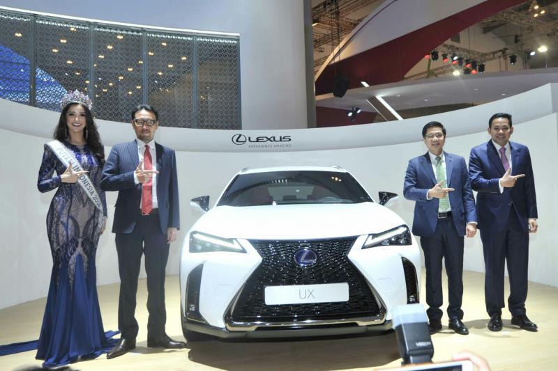 Para BOD Lexus Indonesia bersama produk terbarunya di GIIAS 2018. (foto : ist)