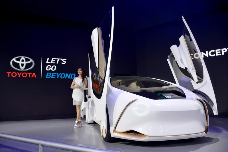 Salah satu dari 3 Toyota Concept i-series yang ditampilkan di booth Toyota GIIAS 2018. (foto : ist)