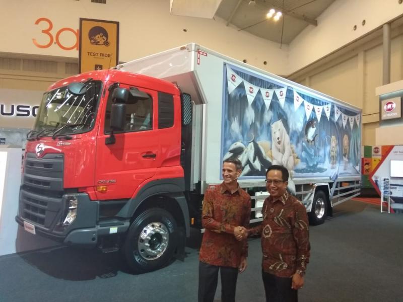 Quester dan Kuzer masih jadi andalan UD Trucks Indonesia di GIIAS 2018. (foto: anto)