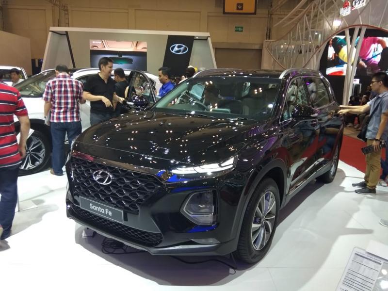 All New Hyundai Santa Fe jadi pusat perhatian di GIIAS 2018. (foto: anto)