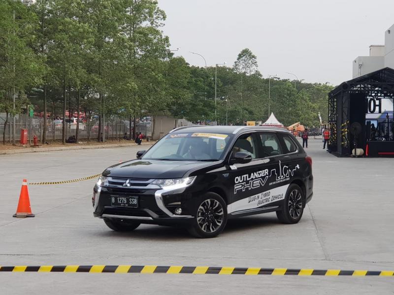 Mobil Listrik Mitsubishi Outlander PHEV boleh dicoba di GIIAS 2018. (foto: ist)