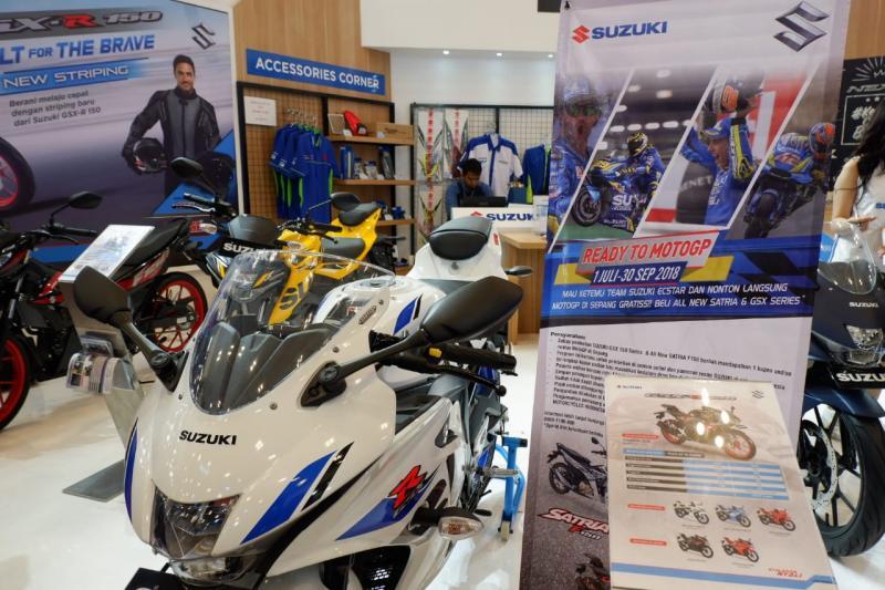 Ragam promo ditawarkan motor Suzuki di booth-nya di GIIAS 2018. (foto: ist)