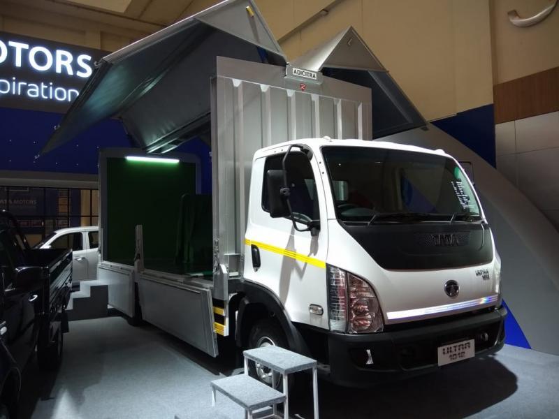 Truk Ultra yang ditampilkan di GIIAS 2018, diandalkan Tata Motors untuk kirim bantuan ke Lombok. (foto: anto)