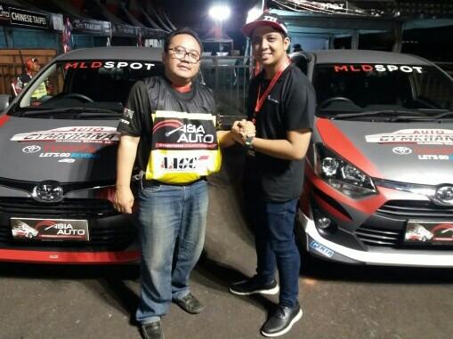 Rizki Andromerdi (kanan) dan rekan Edwyn Tedja dari Racing4net Bandung. (foto : ist)