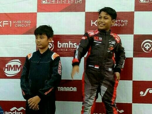 Persaingan Daffa AB (kanan) dan Gael Julien dibawa sampai Impact Speed Park Thailand. (foto : budsan)