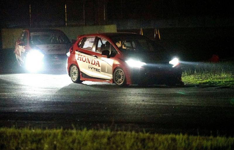 All New Honda Jazz yang digeber Alvin Bahar merajai balap malam di Sentul. (foto : HRI)