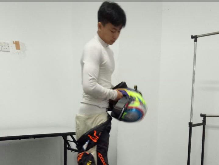 Keanon Santoso saat latihan selama 2 hari dengan melahap 123 putaran di sirkuit Sepang pekan lalu. (foto : tkm)