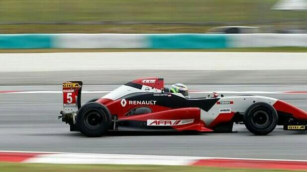 Keanon Santoso akan kembali berjuang di Asia Formula Renault besok Minggu untuk race 2. (foto : rayhan ardian)