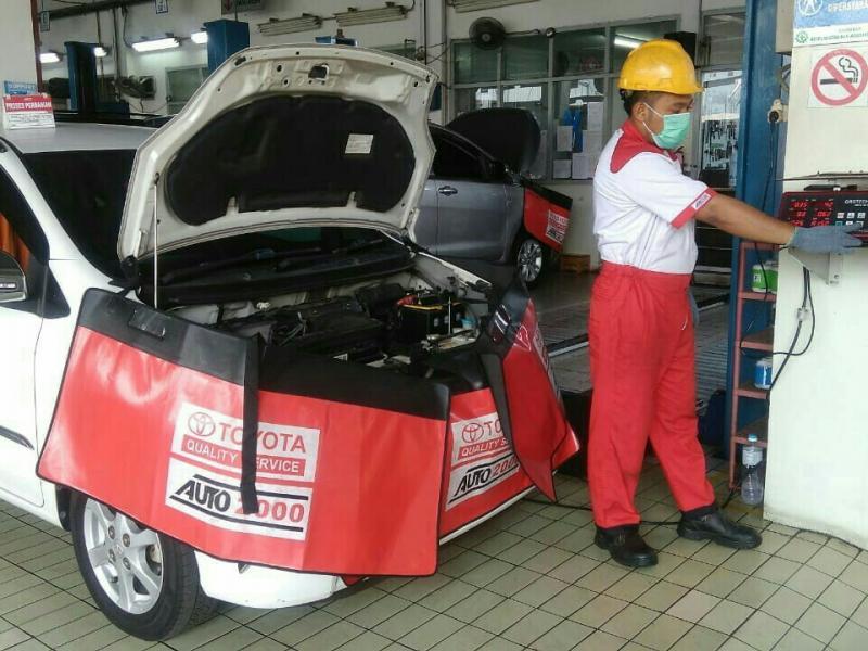 Auto2000 siapkan teknisi andal dan peralatan modern uji emisi euro4. (foto : ist)